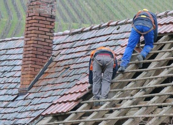 Bardeau bitumé : tout ce qu'il faut savoir sur ce matériau de revêtement de toiture