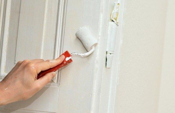 La préparation du chantier et le dégondage de la porte